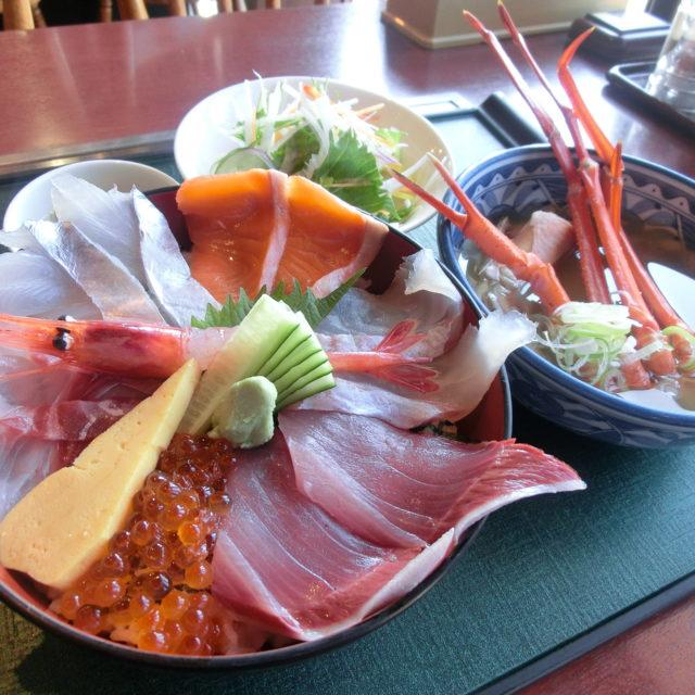 ②魚の駅「生地」海鮮丼(名水めぐり)